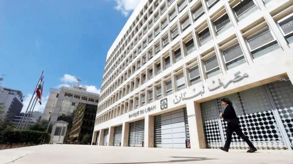 لبنان يمنع خروج الدولارات.. والبنوك تواصل إغلاقها