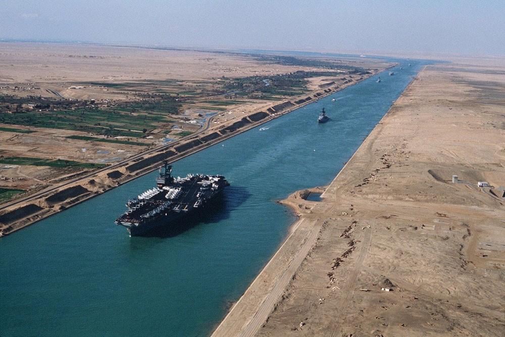 مصر.. قناة السويس تحقق إيرادات قياسية في أكتوبر