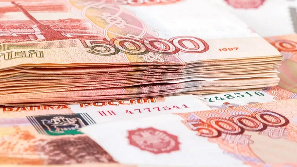 الروبل الروسي يصعد مع قفزة أسعار النفط