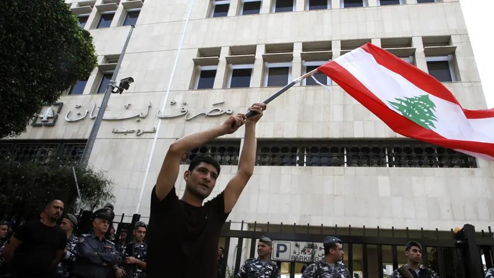 مصرف لبنان: لا ندرس فرض قيود رسمية على رؤوس الأموال
