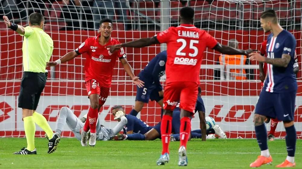 ديجون يهزم باريس سان جيرمان ويعرضه لخسارته الثالثة في الدوري