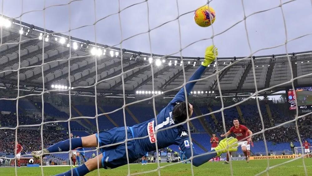 روما يحقق فوزاً صعباً على نابولي ويصعد للثالث