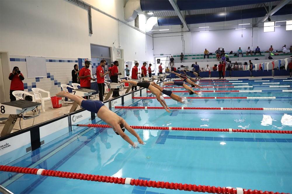 انطلاقه مميزة للدوري البحريني للسباحة