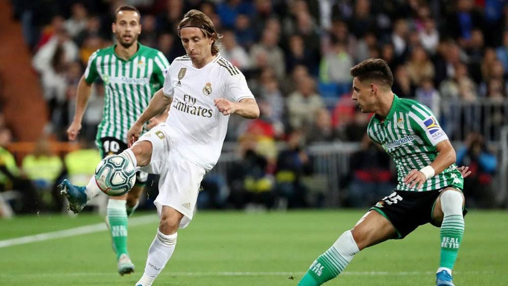 ريال مدريد يفقد فرصة خطف الصدارة ويتعادل سلبياً مع بيتيس