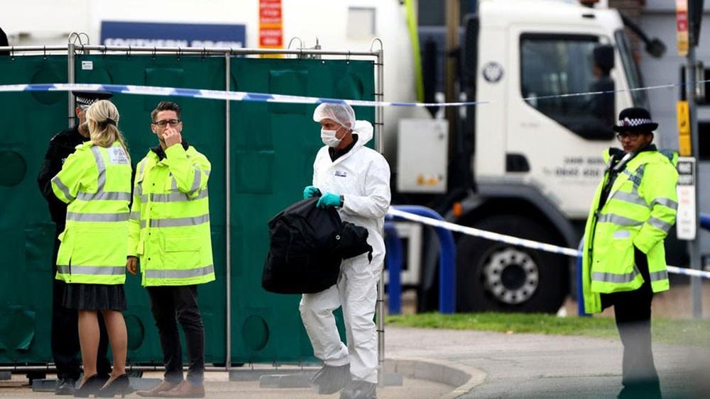 """""""شاحنة الموت"""".. بريطانيا ترجح جنسية القتلى!"""
