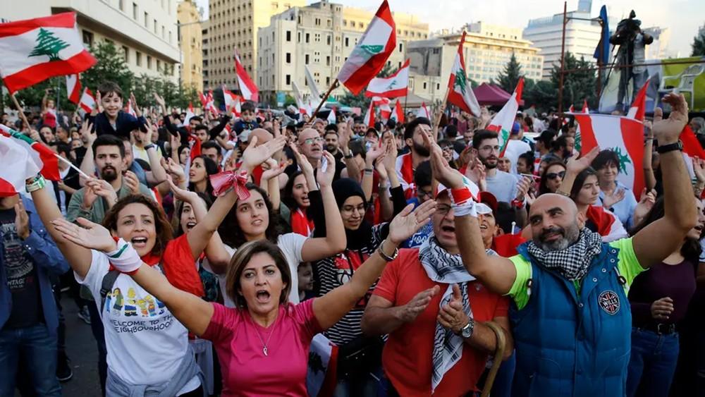 لبنان.. تظاهرات حاشدة ودعوات لإضراب عام غداً