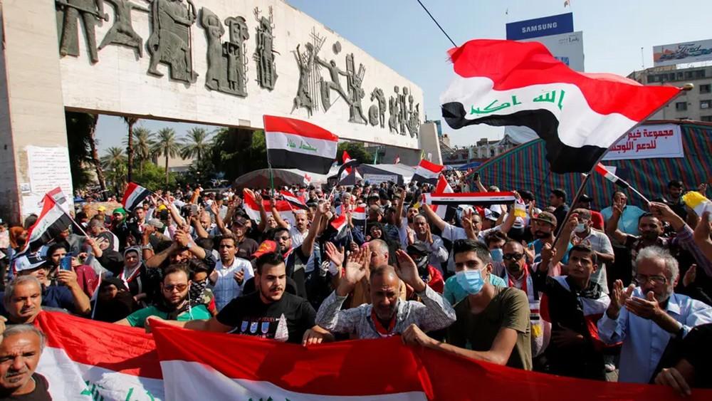 العراق.. إضراب عام في بغداد ومقتل 3 متظاهرين في كربلاء