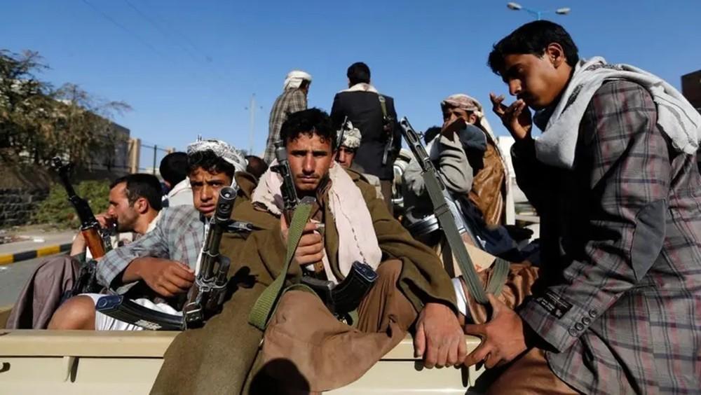 """بعد حماس وحزب الله.. """"تويتر"""" توقف حسابا للحوثي"""