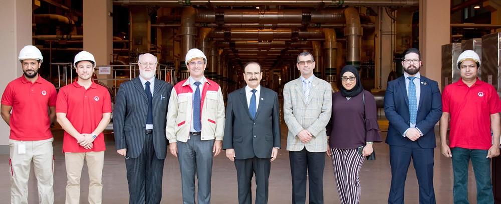 رئيس هيئة الطاقة المستدامة يزور مشروع محطة التبريد المركزي في منطقة خليج البحرين