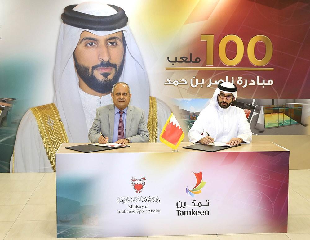 """""""الشباب والرياضة"""" وتمكين يوقعان اتفاقية انشاء ملاعب ضمن مبادرة 100 ملعب"""