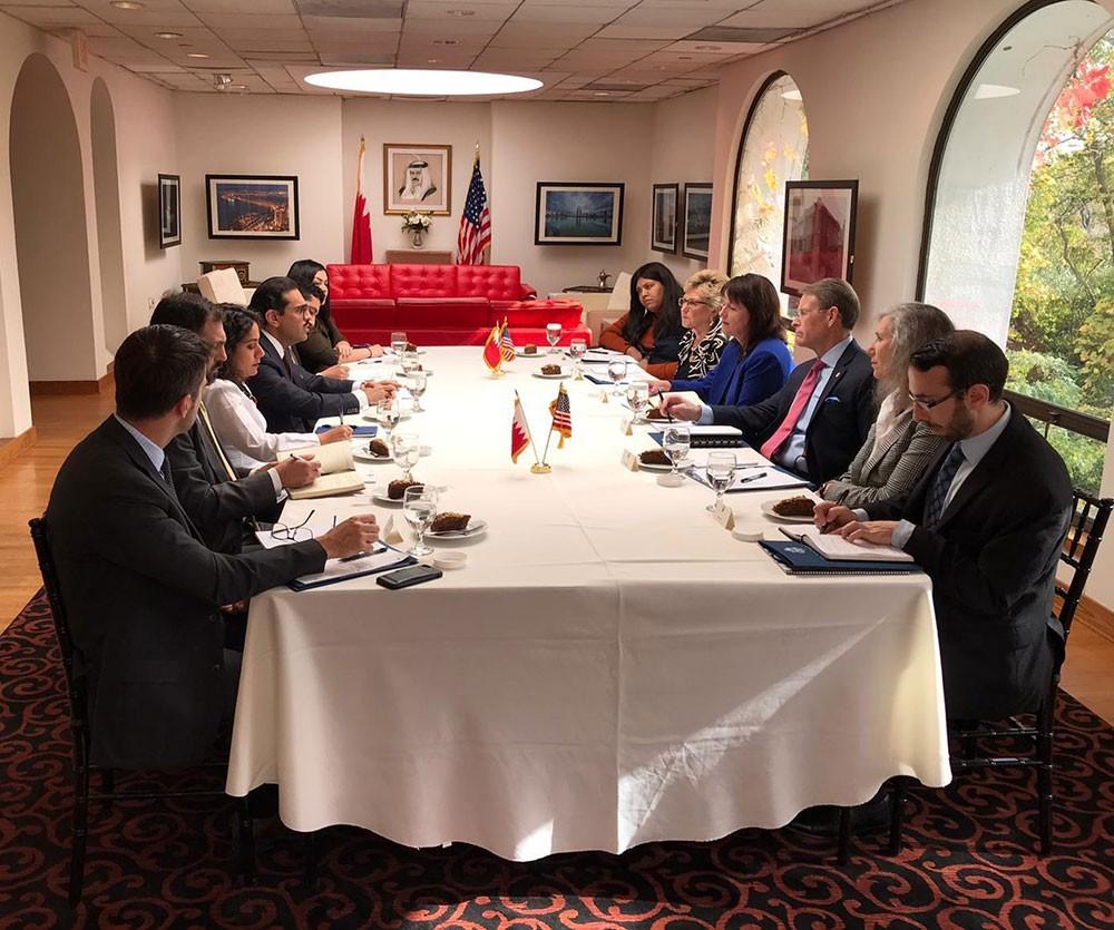 سفير البحرين في واشنطن يستقبل رئيس لجنة الحريات الدينية بأمريكيا