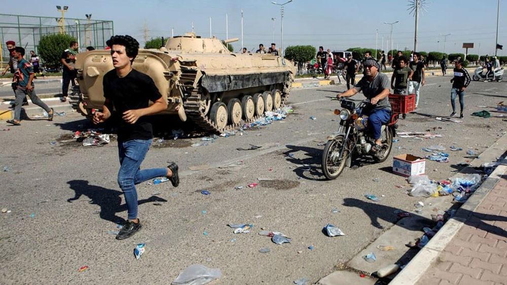 """مقتل 4 محتجين في البصرة.. والأمن العراقي: """"جهات منحرفة"""""""