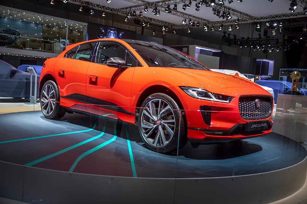 السيارات الكهربائية تتصدر المشهد في معرض دبي الدولي للسيارات