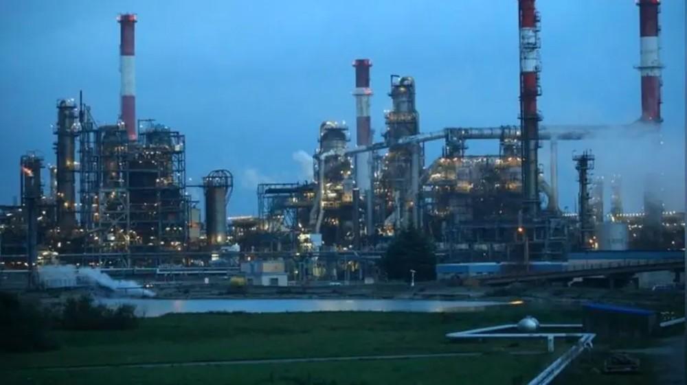أسعار النفط تقفز 2% وبرنت فوق 63 دولاراً رغم مخاوف الإمدادات