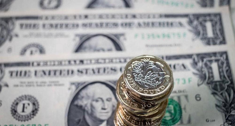 مفاوضات التجارة بين أميركا والصين تلقي بظلاله على الدولار