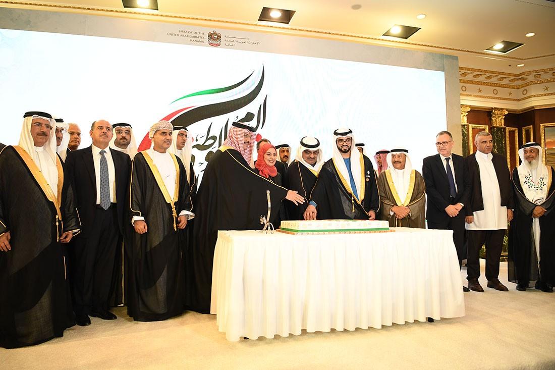 بالصور: سمو رئيس الوزراء ينيب سمو الشيخ سلمان بن خليفة لحضور حفل السفارة الإماراتية