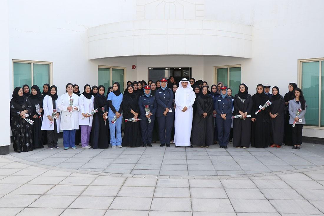 """""""المباحث"""" تكرم منسوباتها بيوم المرأة البحرينية"""