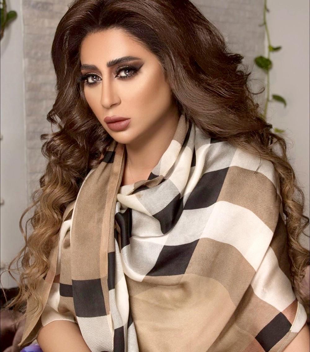 """شيماء سبت: """"الله أعلم بظروف الفنان البحريني""""!"""