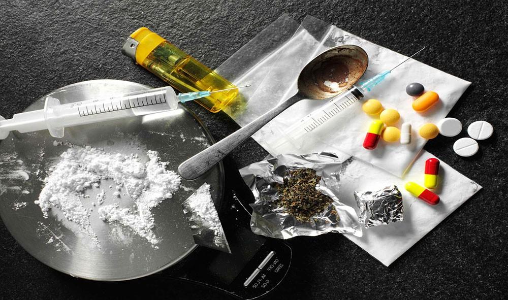 بائع مخدرات: المشاكل سبب إدماني وحاولت التعافي لكن المواعيد بعيدة