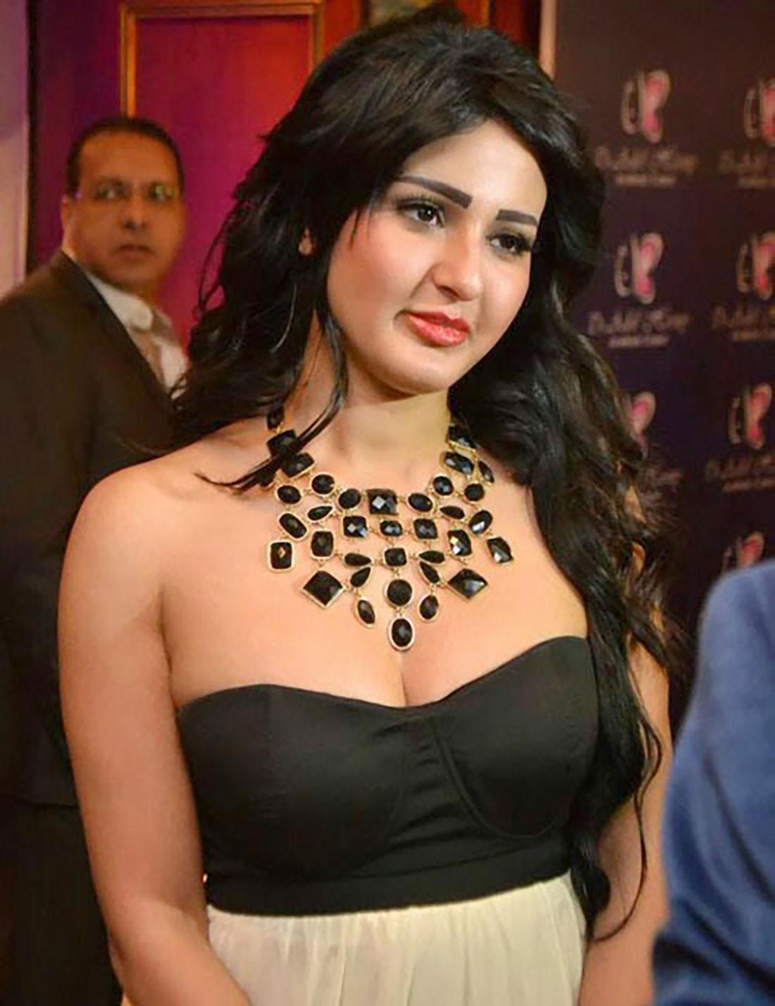 فنانة مصرية تهدد جمهورها بالانتحار!