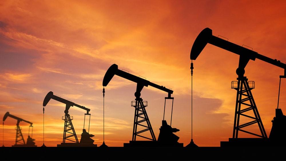 أسعار النفط تتراجع بأكثر من 4% بسبب القلق من فيروس كورونا
