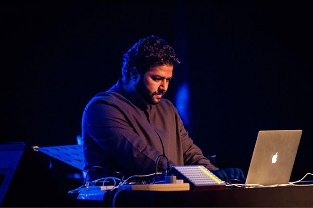 """عازفة """"الكوتو"""" نايوكو كوكوتشي والمؤلف الموسيقي حسين الحجيري"""