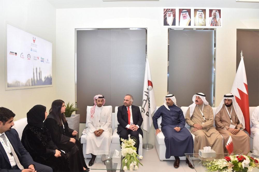 وزير النفط يبحث مع عدد من الشركات النفطية تعزيز التعاون النفطي والبيئي