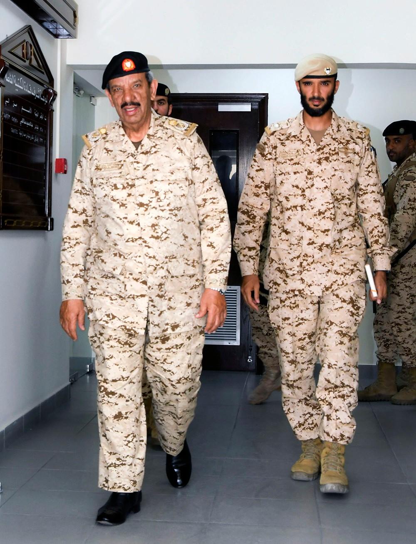 القائد العام لقوة دفاع البحرين يتفقد إحدى أسلحة ووحدات قوة دفاع البحرين