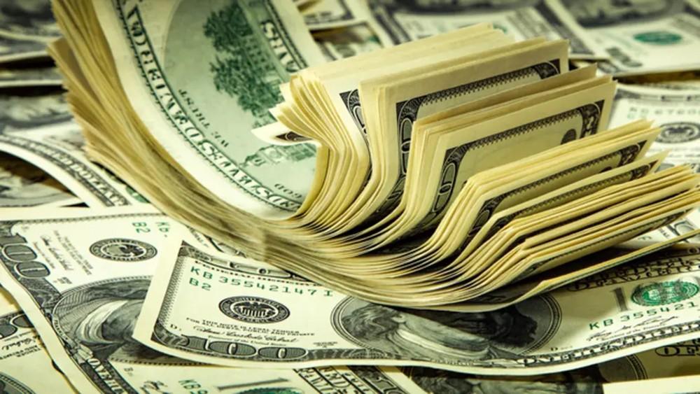 التحفيز المالي الأميركي يهبط بالدولار