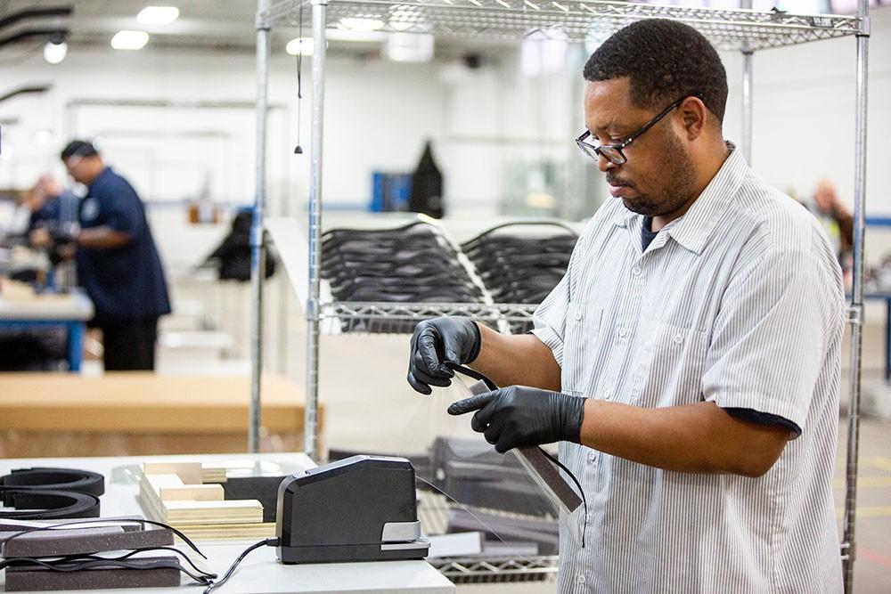 """فورد تتعاون مع """"شركات رائدة"""" لتسريع إنتاج الكمامات"""