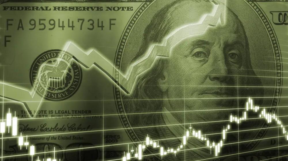الدولار يتراجع قبيل إعلان طلبات إعانة البطالة