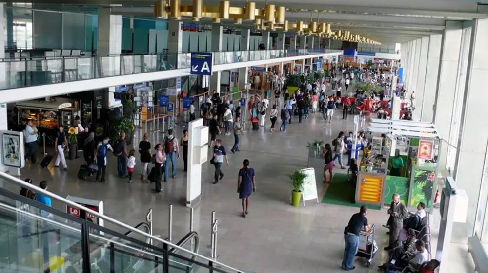 فرنسا تغلق مطار أورلي بسبب كورونا