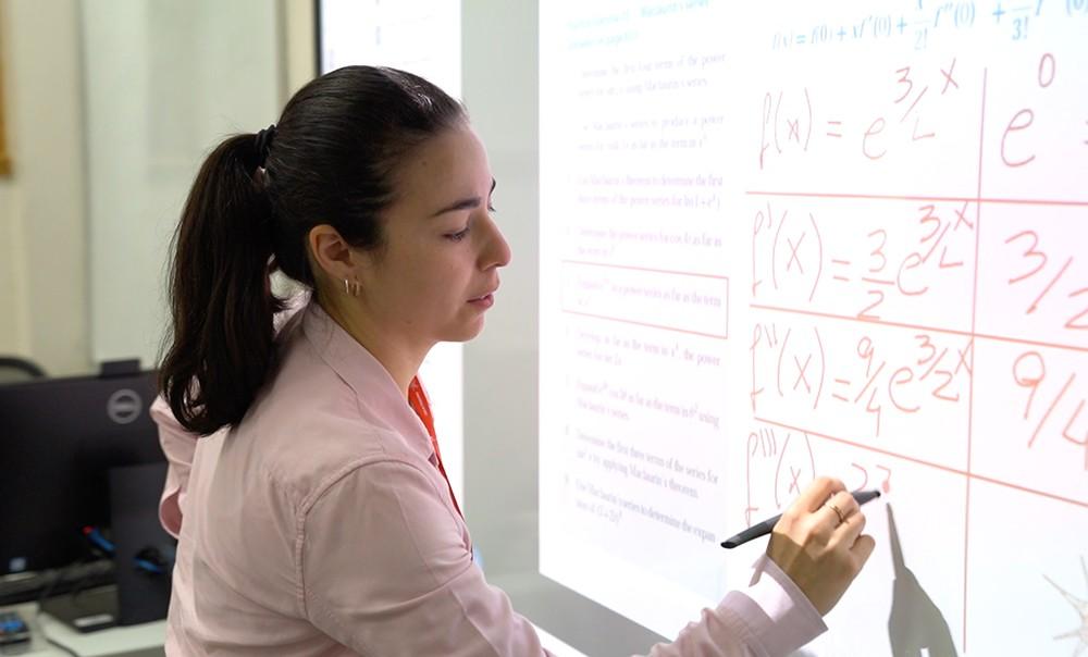 البوليتكنك تقر استخدام نظام التعلم القائم على قياس الكفاءة لتقييم طلبتها