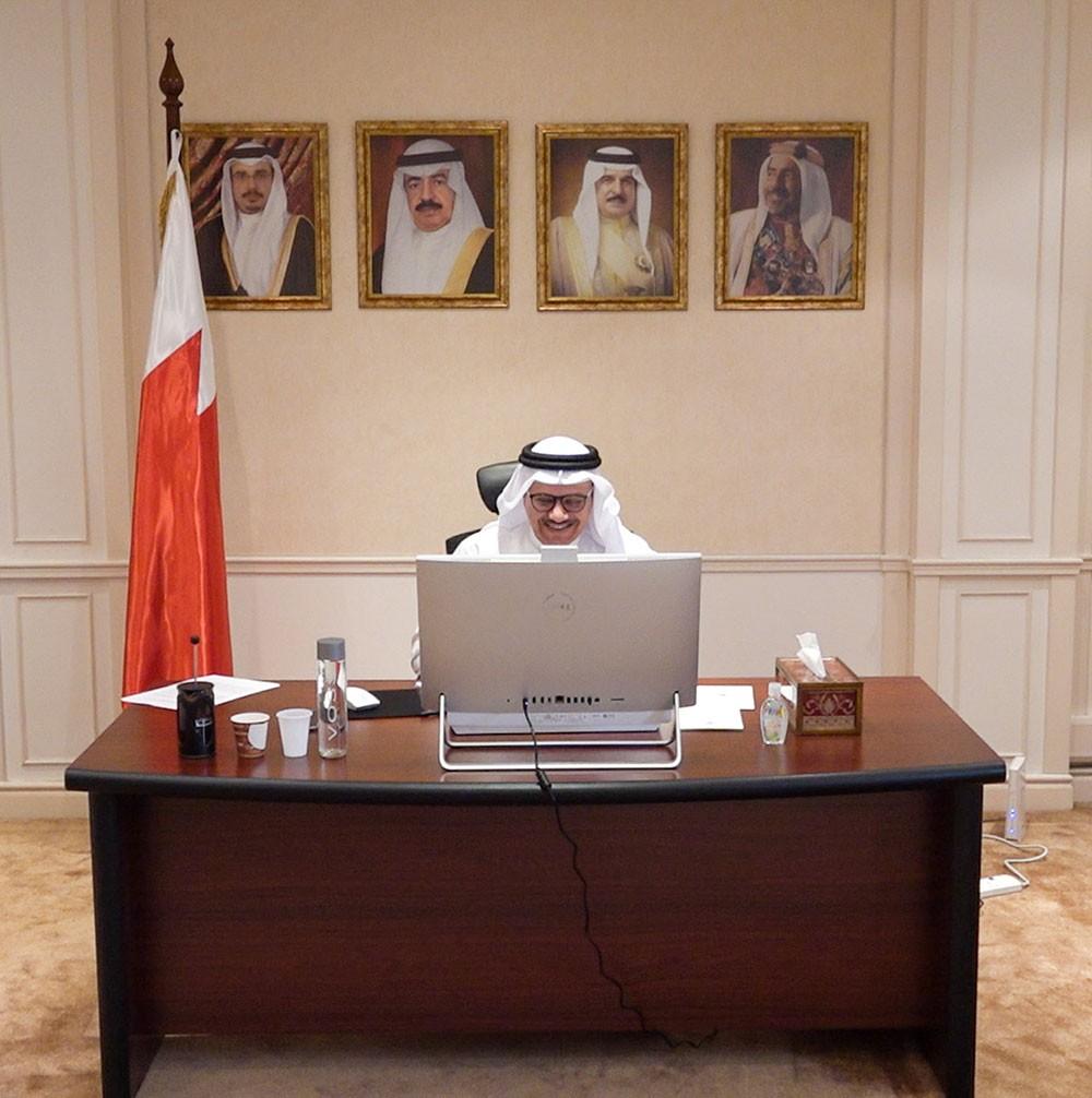 وزير الخارجية يعقد اجتماعا عن بعد مع النواب