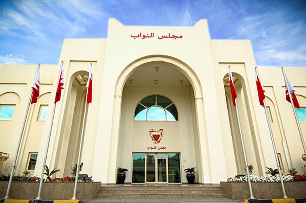 """البرلمان يتسلم قانون سداد رواتب البحرينيين بالقطاع الخاص.. و""""البلاد"""" تنشر صفحات التشريع"""
