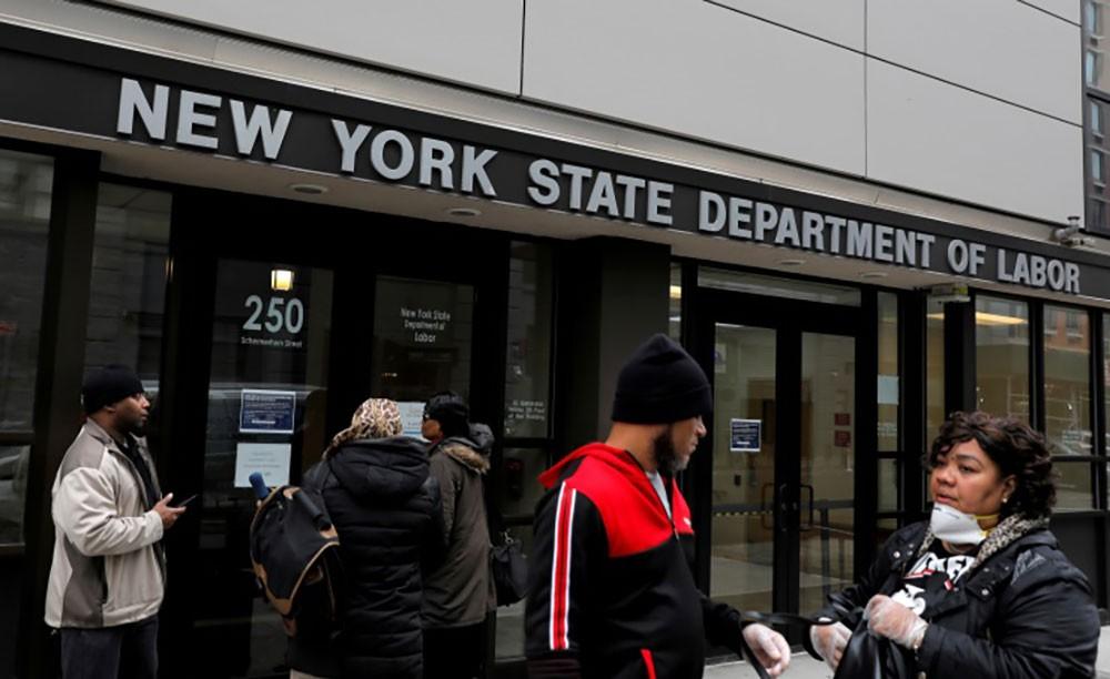 توقعات بزيادة تاريخية لمطالبات إعانة البطالة الأمريكية