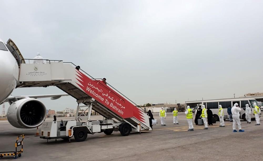 """""""الصحة"""": وصول المواطنين المتواجدين في مسقط القادمين من إيران عبر الدوحة اليوم"""