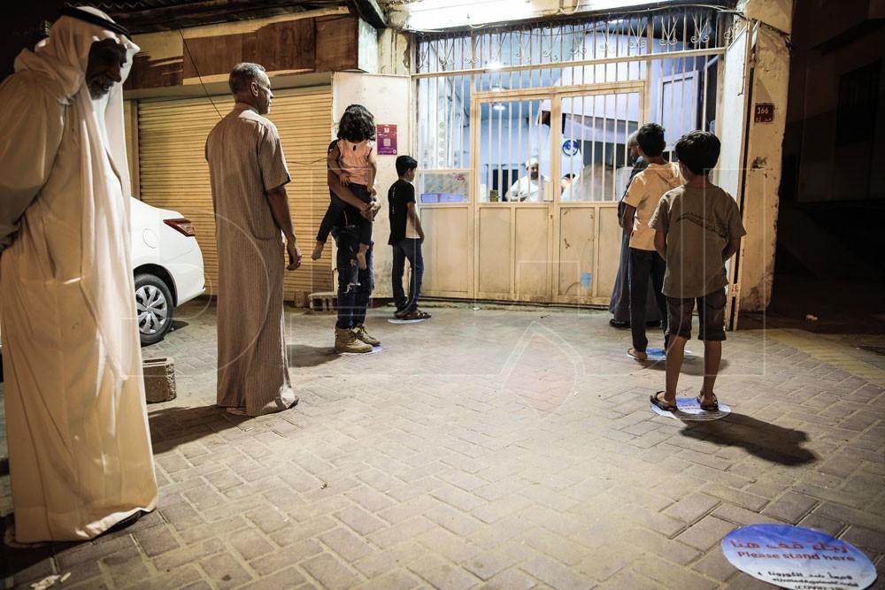 بالصور: مسافة أمان بخباز شعبي في بني جمرة