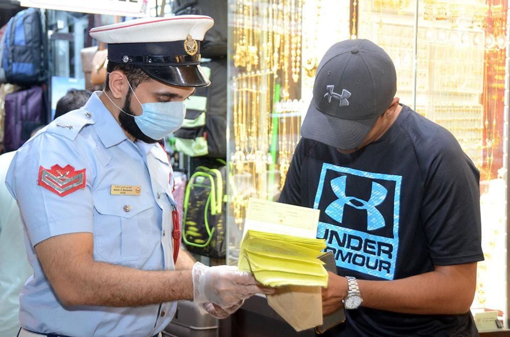 """""""شرطة العاصمة"""": تسجيل 210 مخالفات لغير الملتزمين بلبس """"كمامة الوجه"""" بالأماكن العامة"""