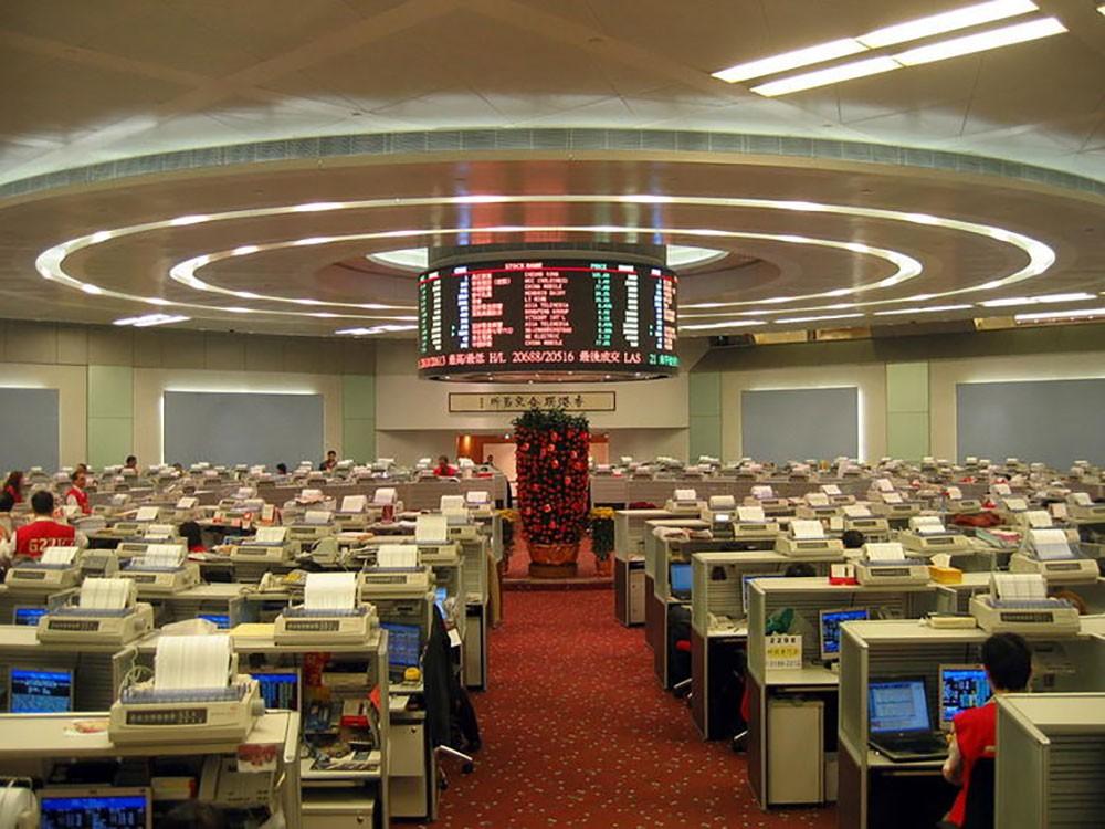 بورصة هونغ كونغ تهبط بأكثر من 5% بعد خطط بكين لفرض قوانين أمنية جديدة على الإقليم