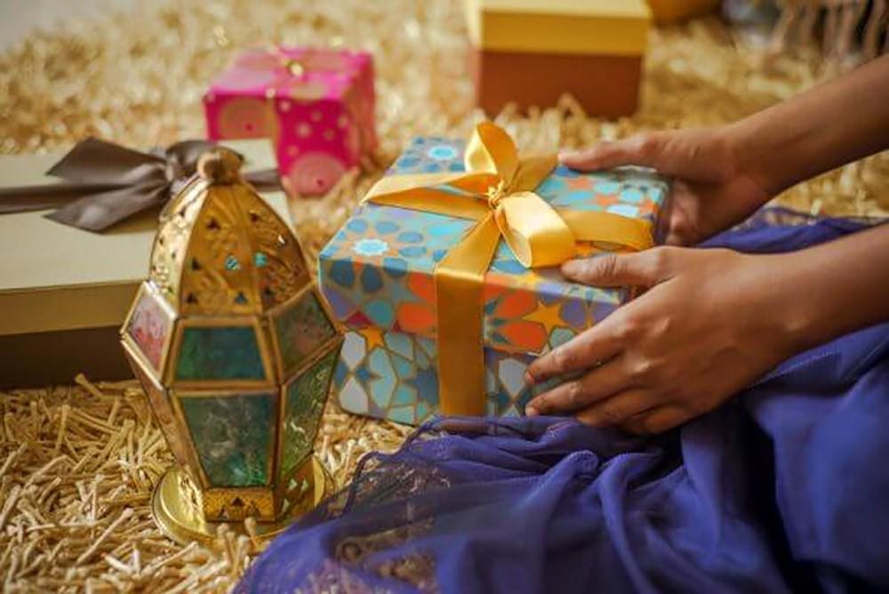 مشاعر بلون العيد وأمنيات بمذاق الفرح وعيدكم مبارك