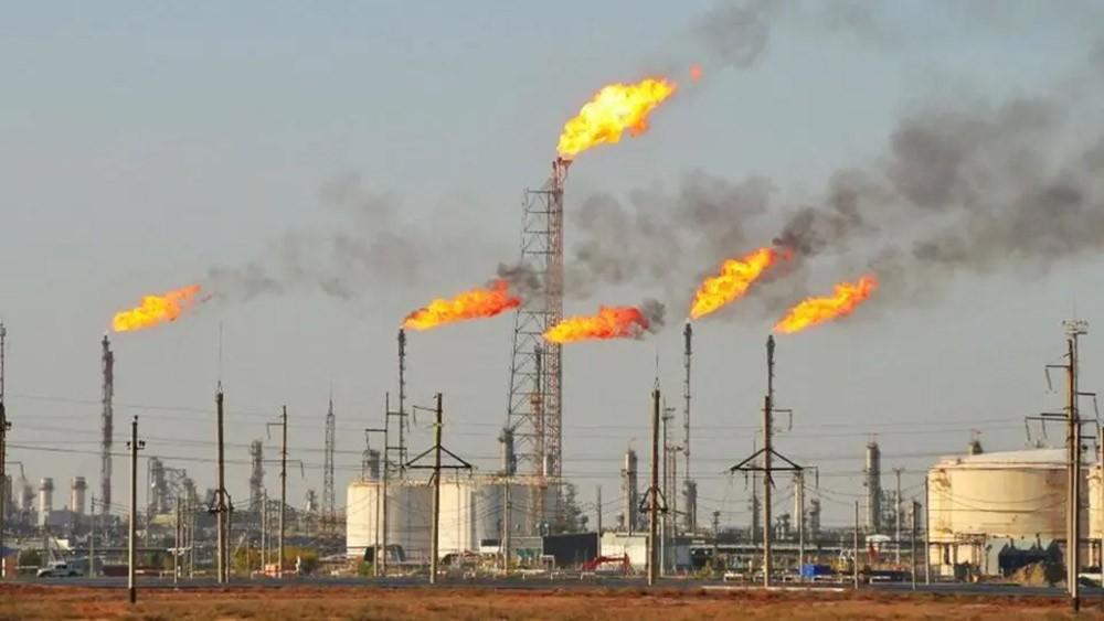 مكاسب النفط الأسبوعية.. برنت 13% والأميركي 8%