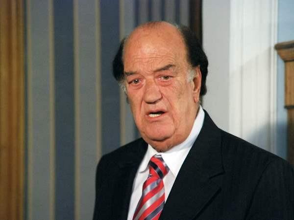 وفاة الفنان المصري حسن حسني