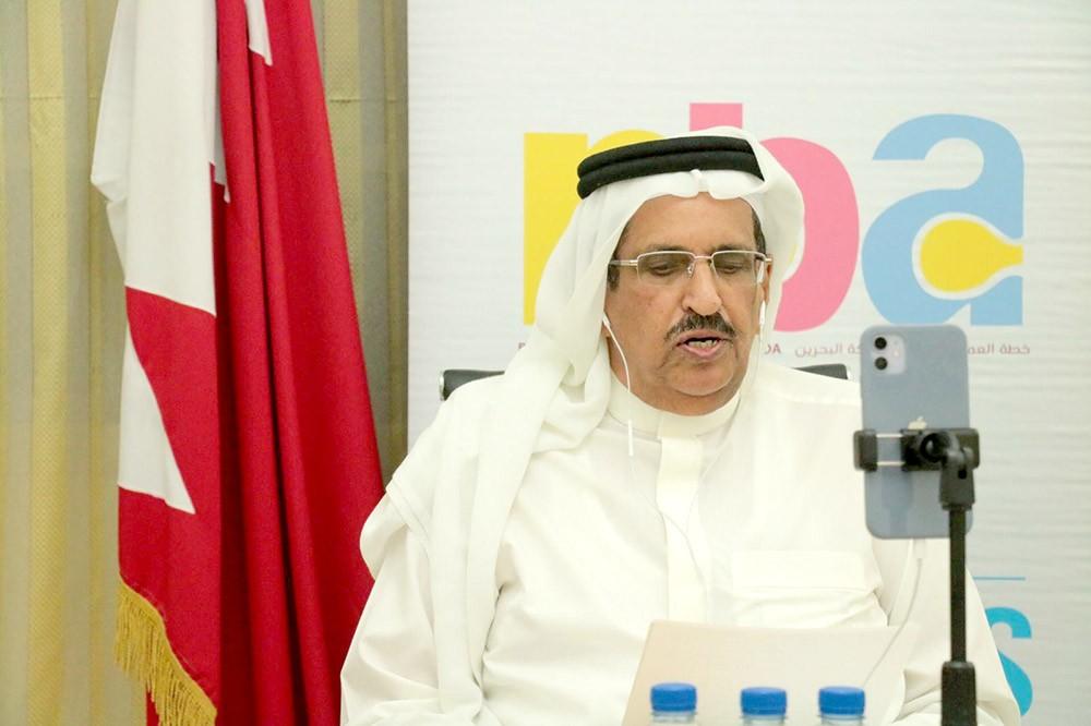 """الشوري المناعي: نظام البحرنة الموازي """"لم ينجح"""".. ولإغراء الأجانب بمغادرة البحرين"""