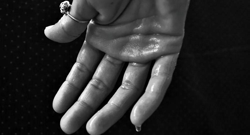 الأسباب الخفية للتعرق الليلي عند النساء