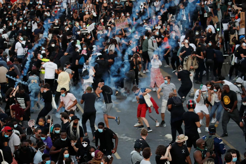 """تضامنا مع احتجاجات أميركا..""""لا أستطيع التنفس"""" تصل باريس"""