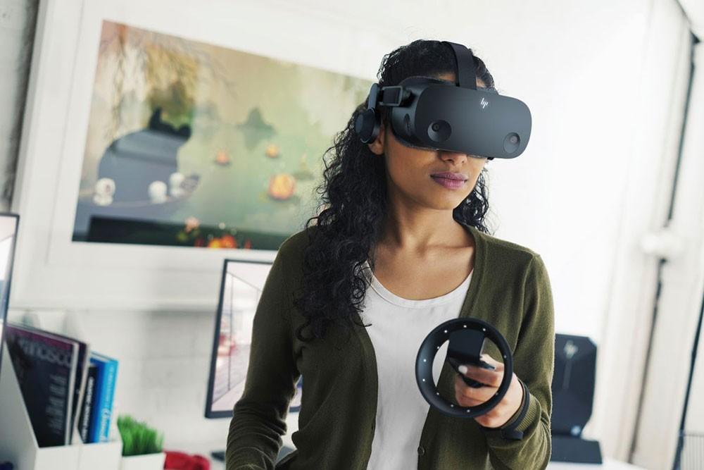 إتش بي تقدم نظارة الواقع الافتراضي Reverb G2
