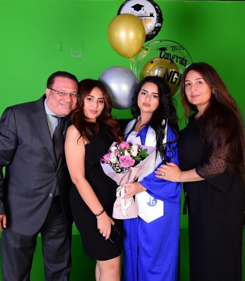 أسرة المهندس لطفى راشد تحتفل بتخرج ابنتهم الصغرى انجى من مدارس المعارف الحديثه