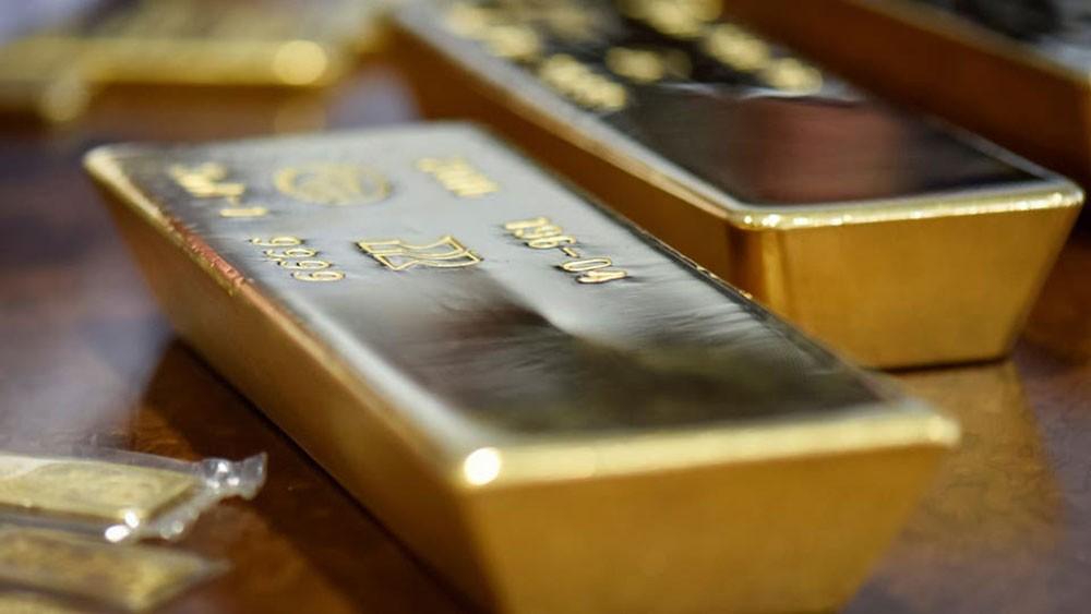 الذهب ينزل من ذروة 8 أعوام بعد بيانات أميركية إيجابية