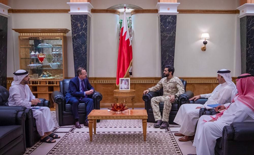 ناصر بن حمد يستقبل السفير الأمريكي بمناسبة انتهاء عمله